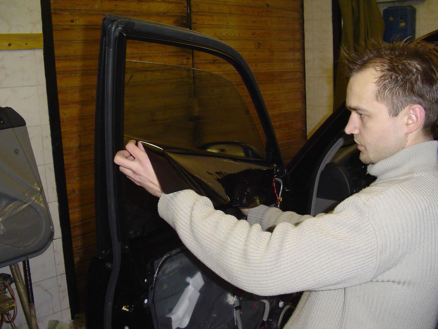 Видео как правильно тонировать стекла автомобиля своими руками